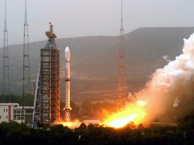 Khoảnh khắc tên lửa Trung Quốc gặp sự cố, vỡ vụn trên không trung - 1