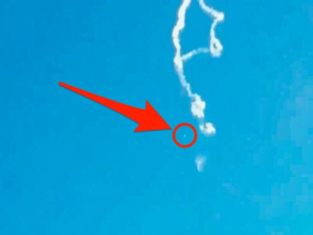 Khoảnh khắc tên lửa Trung Quốc gặp sự cố, vỡ vụn trên không trung - 3
