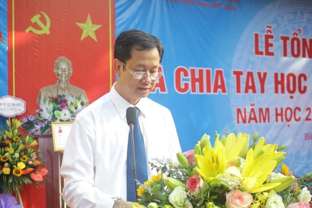 Lưu luyến phút chia tay học sinh lớp 5 trường tiểu học Nguyễn Trãi - 1