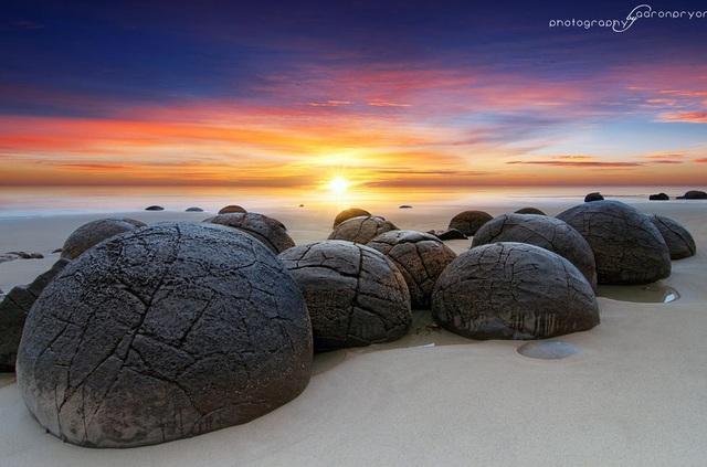 """Cảnh siêu thực như ngoài hành tinh ở bãi đá """"trứng rồng"""" hàng chục triệu năm tuổi - 2"""