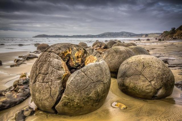 """Cảnh siêu thực như ngoài hành tinh ở bãi đá """"trứng rồng"""" hàng chục triệu năm tuổi - 3"""
