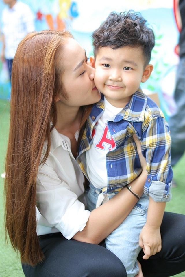Diệp Bảo Ngọc dạy con trai yêu thương con riêng của chồng cũ - 3
