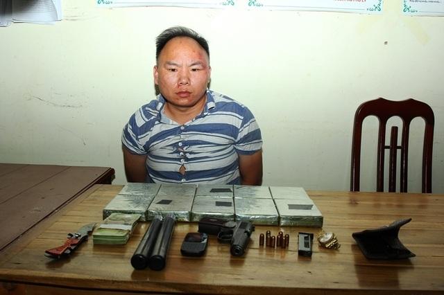 Bắt giữ đối tượng mang súng K59 vận chuyển 10 bánh heroin - 2