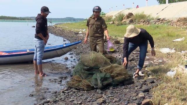 Ra quân giải tỏa nuôi thủy sản trái phép trên danh thắng Quốc gia đầm Ô Loan! - 4