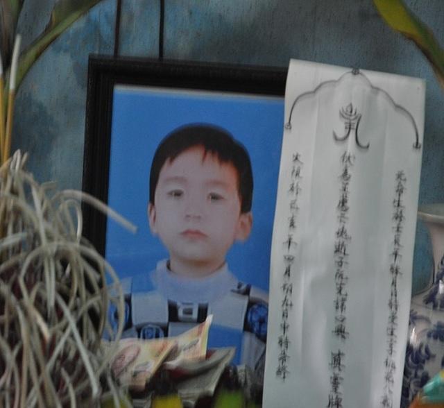 Đẫm nước mắt cảnh chị đạp xe chở em đón bố mẹ, bé 7 tuổi bị xe tông chết - 9