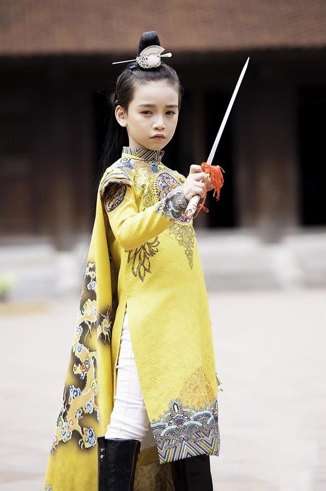 """Bé gái 8 tuổi """"gây sốt"""" trong bộ ảnh cover """"Anh ơi ở lại"""" của Chi Pu - 6"""