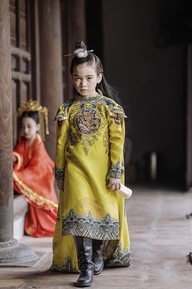 """Bé gái 8 tuổi """"gây sốt"""" trong bộ ảnh cover """"Anh ơi ở lại"""" của Chi Pu - 8"""