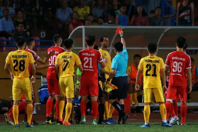 Viettel thắng dễ Hải Phòng trong trận đấu có 2 thẻ đỏ - 3