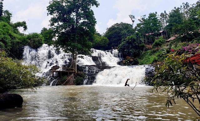 Vụ dân cầu cứu giữ lại thác nước: Dự án thủy điện chưa đủ điều kiện để thi công - 1
