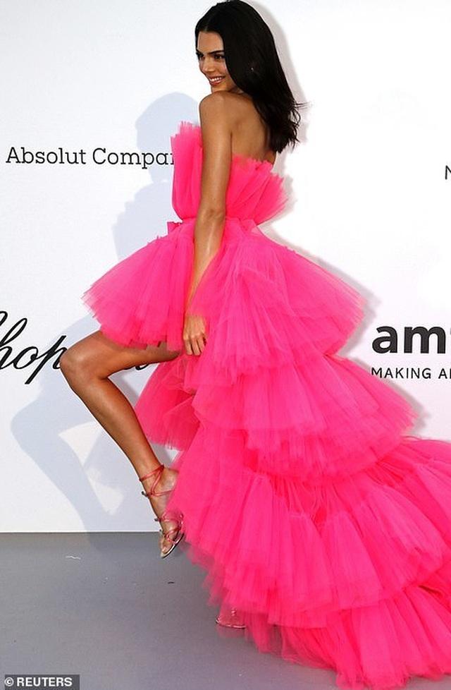 Kendall Jenner đẹp như công chúa với váy hồng - 5