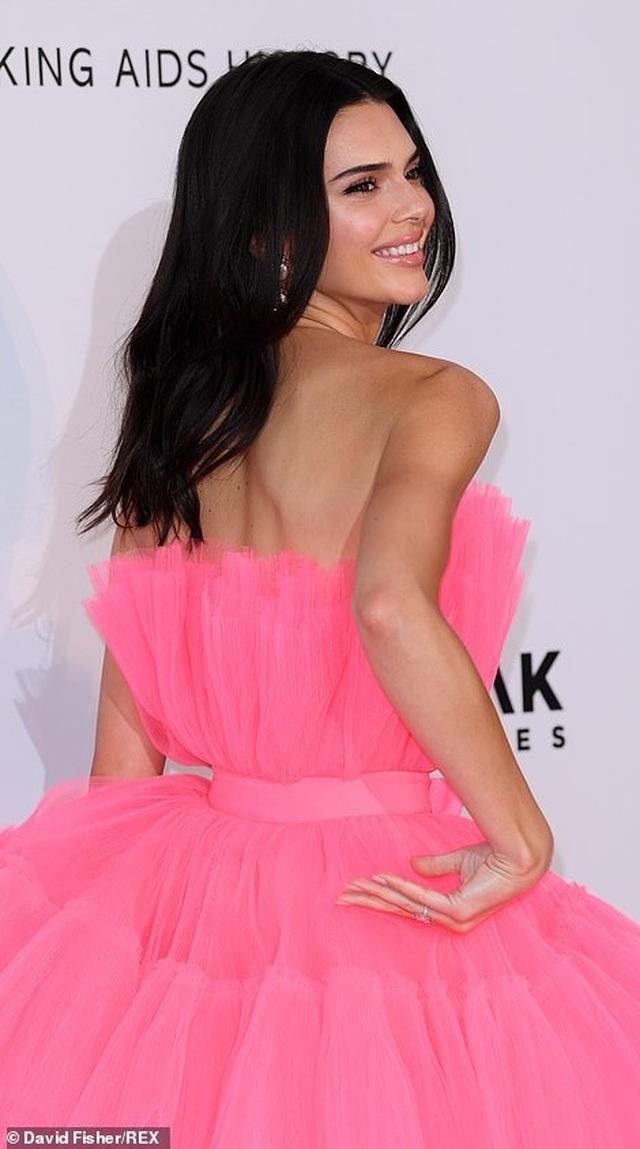 Kendall Jenner đẹp như công chúa với váy hồng - 6