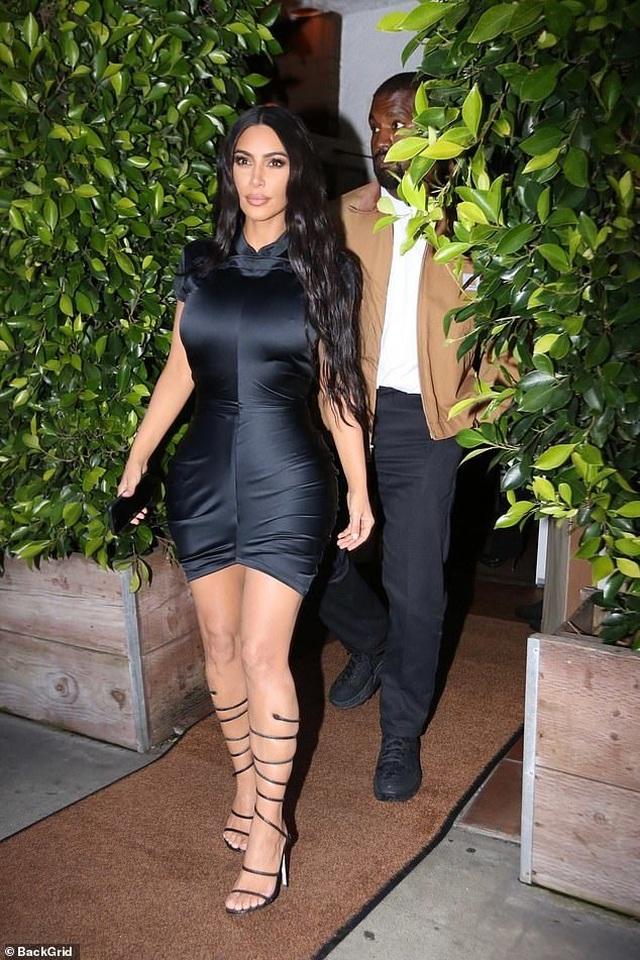 Kim Kardashian khoe thân hình đồng hồ cát - 5