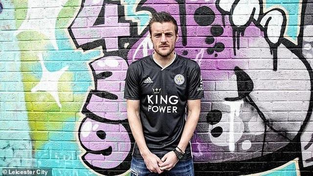 """Leicester City ra mắt mẫu áo đấu """"màu hường"""" gây sốc - 3"""