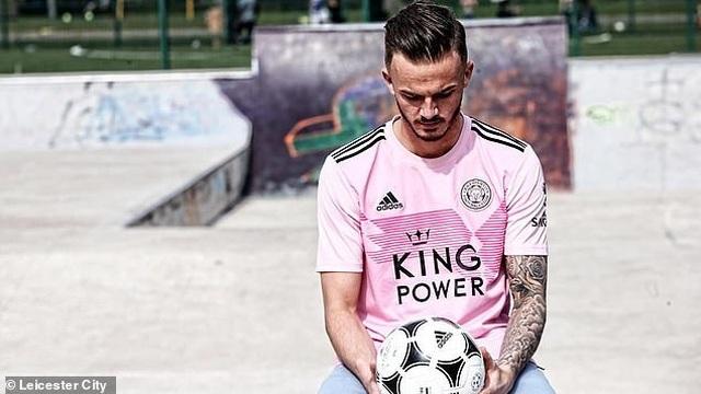 """Leicester City ra mắt mẫu áo đấu """"màu hường"""" gây sốc - 1"""