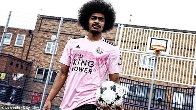 """Leicester City ra mắt mẫu áo đấu """"màu hường"""" gây sốc - 2"""