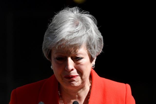 Thủ tướng Anh Theresa May nghẹn ngào tuyên bố từ chức - 1