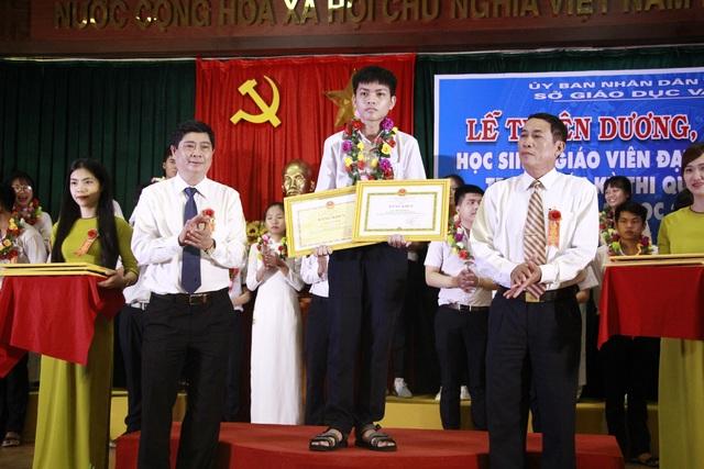 Đắk Lắk: Tổ chức tuyên dương, khen thưởng học sinh giỏi quốc gia và khu vực - 2