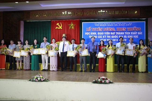 Đắk Lắk: Tổ chức tuyên dương, khen thưởng học sinh giỏi quốc gia và khu vực - 3