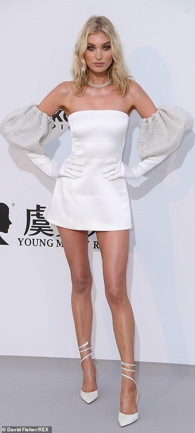 Thiên thần nội y Elsa Hosk diện váy ngắn khoe chân dài - 7