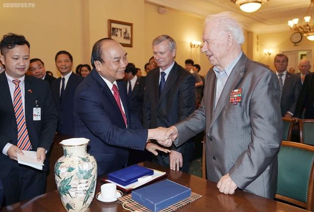 Thủ tướng gặp các cựu binh Nga từng giúp đỡ Việt Nam trong chiến tranh - 1