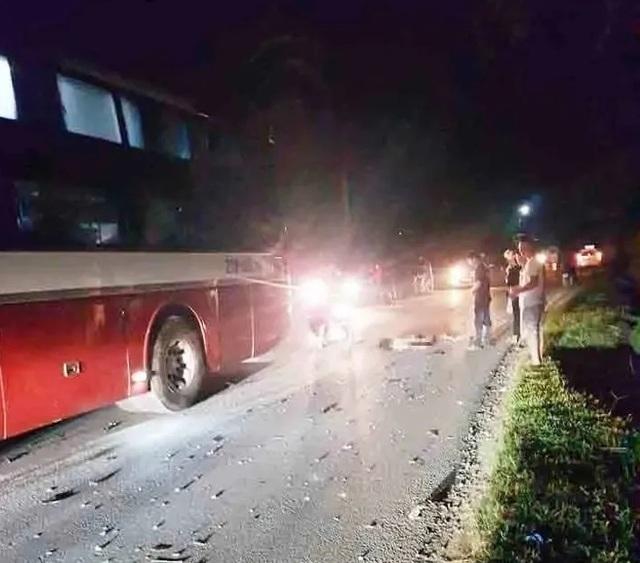2 học sinh tử nạn khi mượn xe máy của bố mẹ chở nhau đi chơi - 1