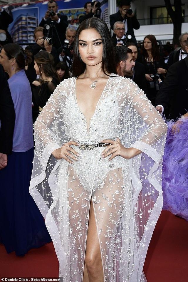 Siêu mẫu Úc Shanina Shaik diện váy hở bạo - 7