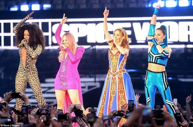 Spice Girls trẻ trung ngày tái hợp - 1