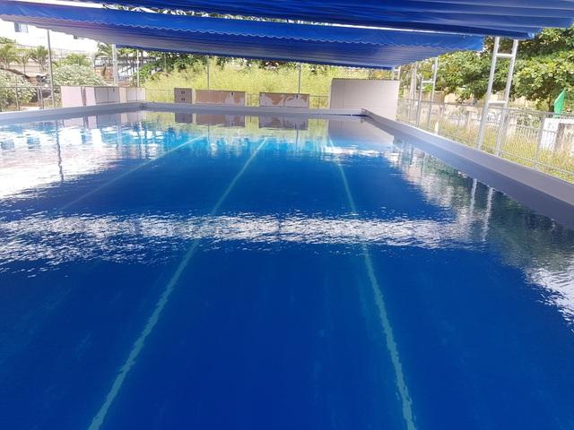 Hồ bơi đầu tiên trong trường học ở Nha Trang dạy bơi dịp hè - 2