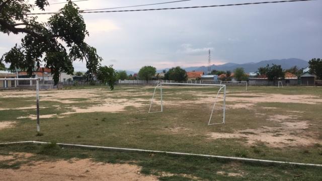 Chơi đá bóng trong mưa, 2 học sinh lớp 6 bị sét đánh thương vong - 1