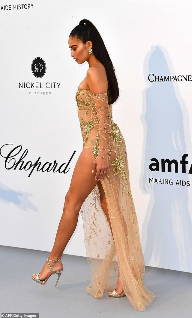 Siêu mẫu Úc Shanina Shaik diện váy hở bạo - 1