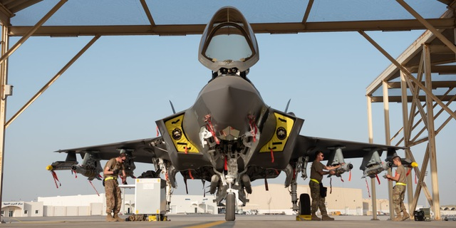 """Máy bay F-35 của Mỹ trong chế độ """"quái thú"""" thị uy tại Trung Đông - 1"""