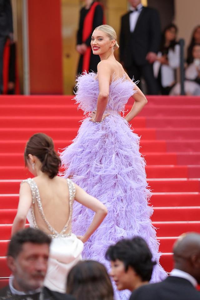 Elsa Hosk rực rỡ với váy tím - 4