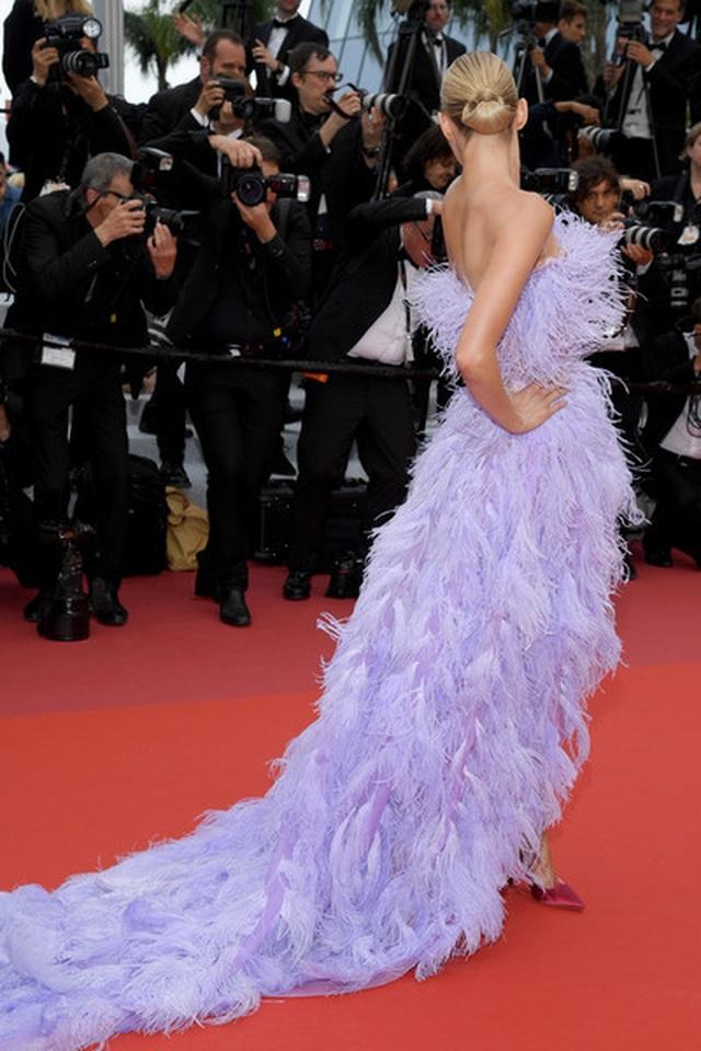 Elsa Hosk rực rỡ với váy tím - 5