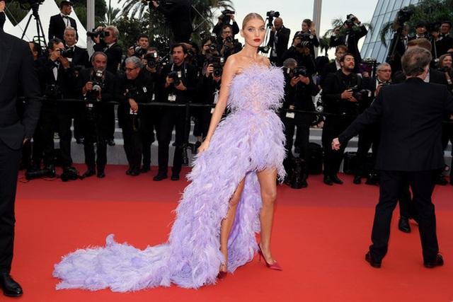 Elsa Hosk rực rỡ với váy tím - 8