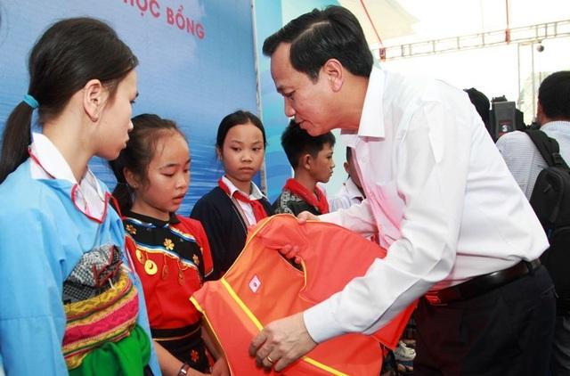 Phó Thủ tướng: Còn không ít trẻ bị bạo hành, bị bóc lột sức lao động và tình dục - 10