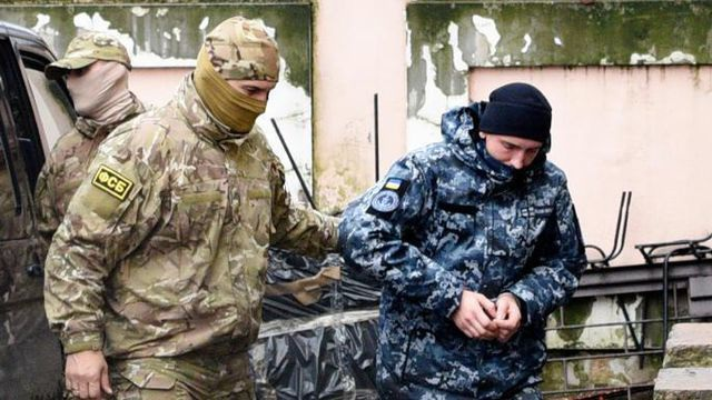 """Tòa quốc tế yêu cầu thả thủy thủ và tàu Ukraine, Nga """"phản pháo"""" - 1"""