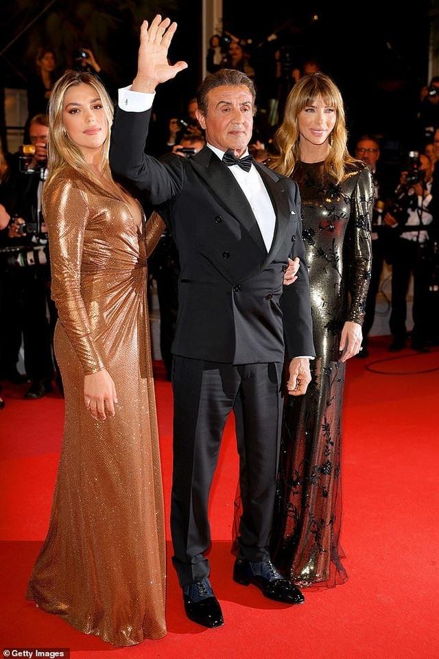Rambo dự công chiếu phim cùng vợ đẹp, con xinh - 5