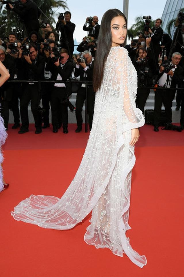 Siêu mẫu Úc Shanina Shaik diện váy hở bạo - 10