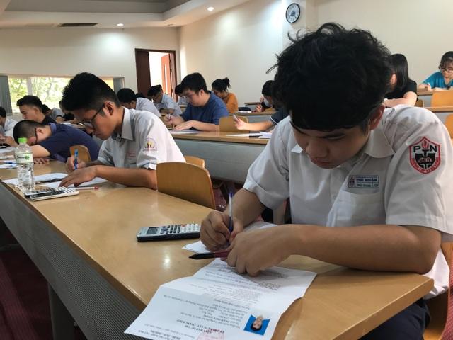 Gần 4.000 thí sinh thi kiểm tra năng lực vào trường ĐH Quốc tế - 3