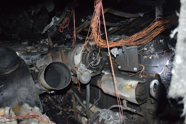 Xe khách bốc cháy dữ dội khi đang chạy trên quốc lộ - 2