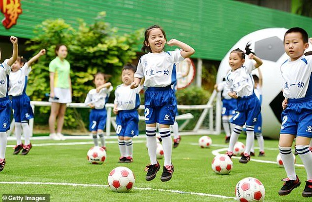 Trung Quốc dốc sức đào tạo trẻ em để thực hiện mộng vàng World Cup? - 1
