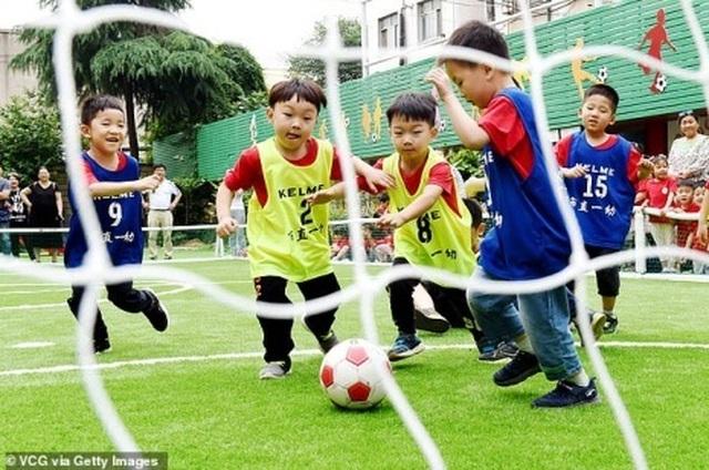 Trung Quốc dốc sức đào tạo trẻ em để thực hiện mộng vàng World Cup? - 2