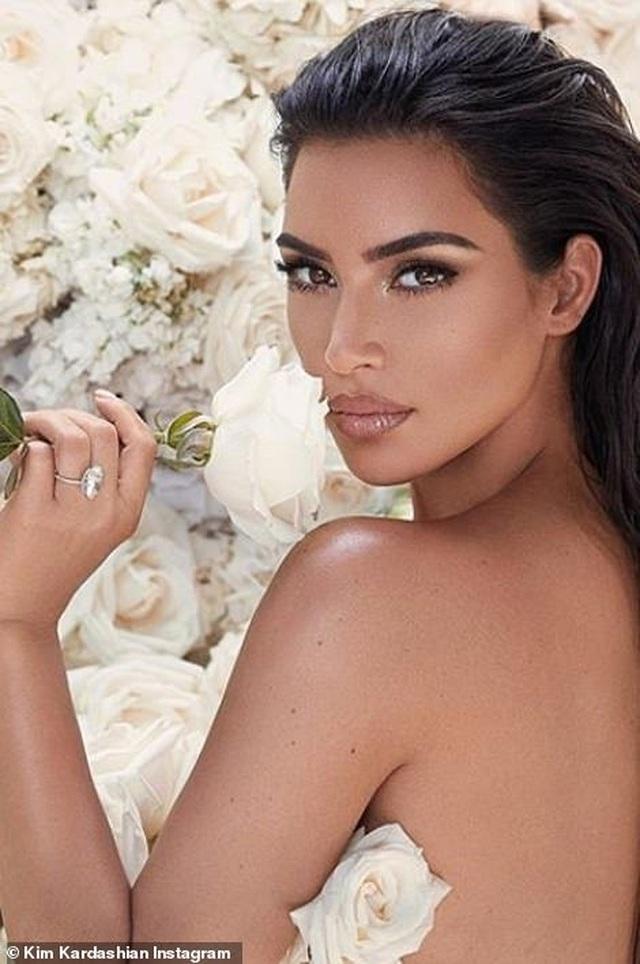 Ảnh cưới chưa từng công bố của Kim Kardashian - 9