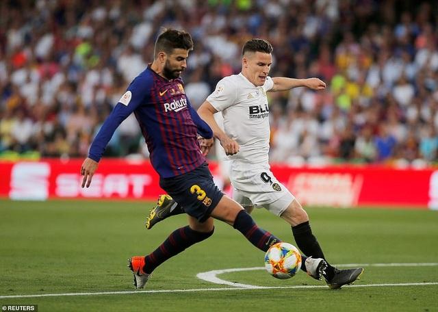 Messi bất lực trong ngày Barcelona gục ngã trước Valencia - 21
