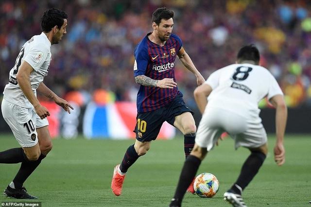 Messi bất lực trong ngày Barcelona gục ngã trước Valencia - 22