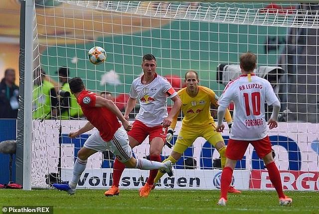 Lewandowski lập cú đúp, Bayern Munich hoàn tất cú đúp giải quốc nội - 4
