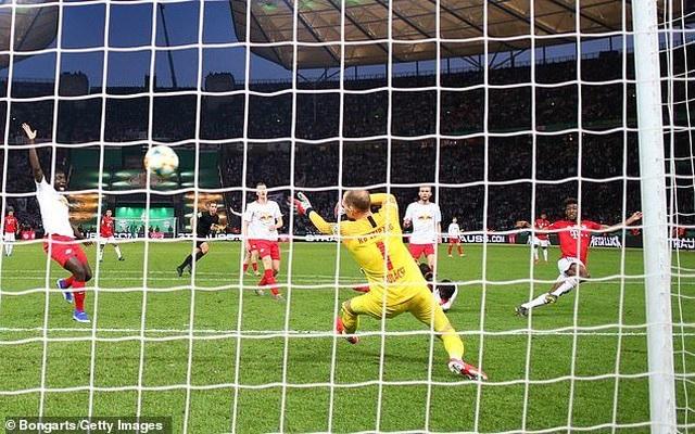 Lewandowski lập cú đúp, Bayern Munich hoàn tất cú đúp giải quốc nội - 5