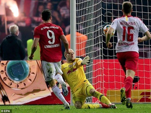 Lewandowski lập cú đúp, Bayern Munich hoàn tất cú đúp giải quốc nội - 6