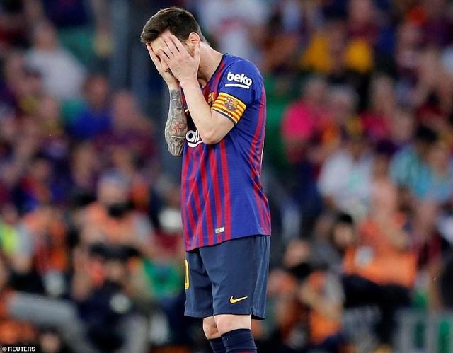Messi bất lực trong ngày Barcelona gục ngã trước Valencia - 12