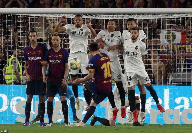 Messi bất lực trong ngày Barcelona gục ngã trước Valencia - 18